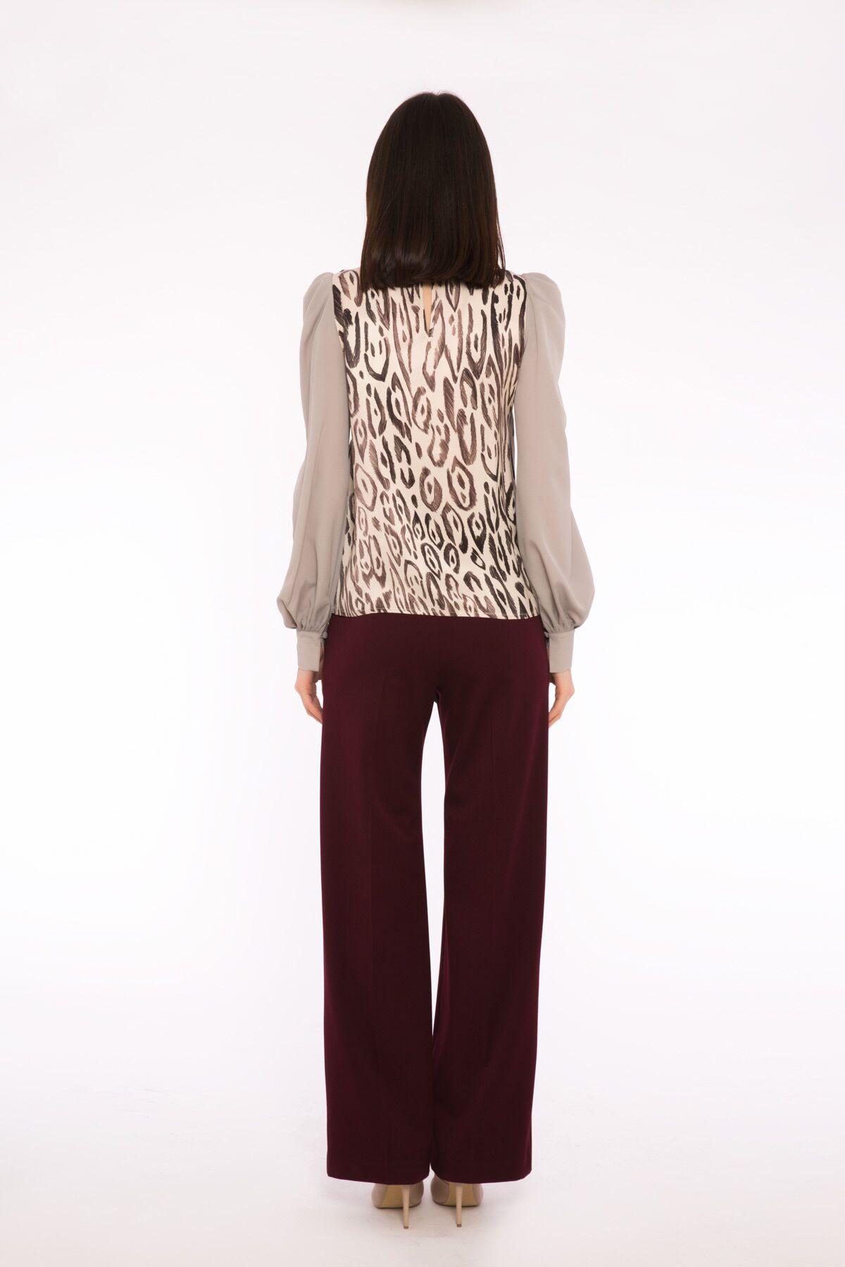 Kontrast Detaylı Dik Yaka Desenli Dökümlü Bluz