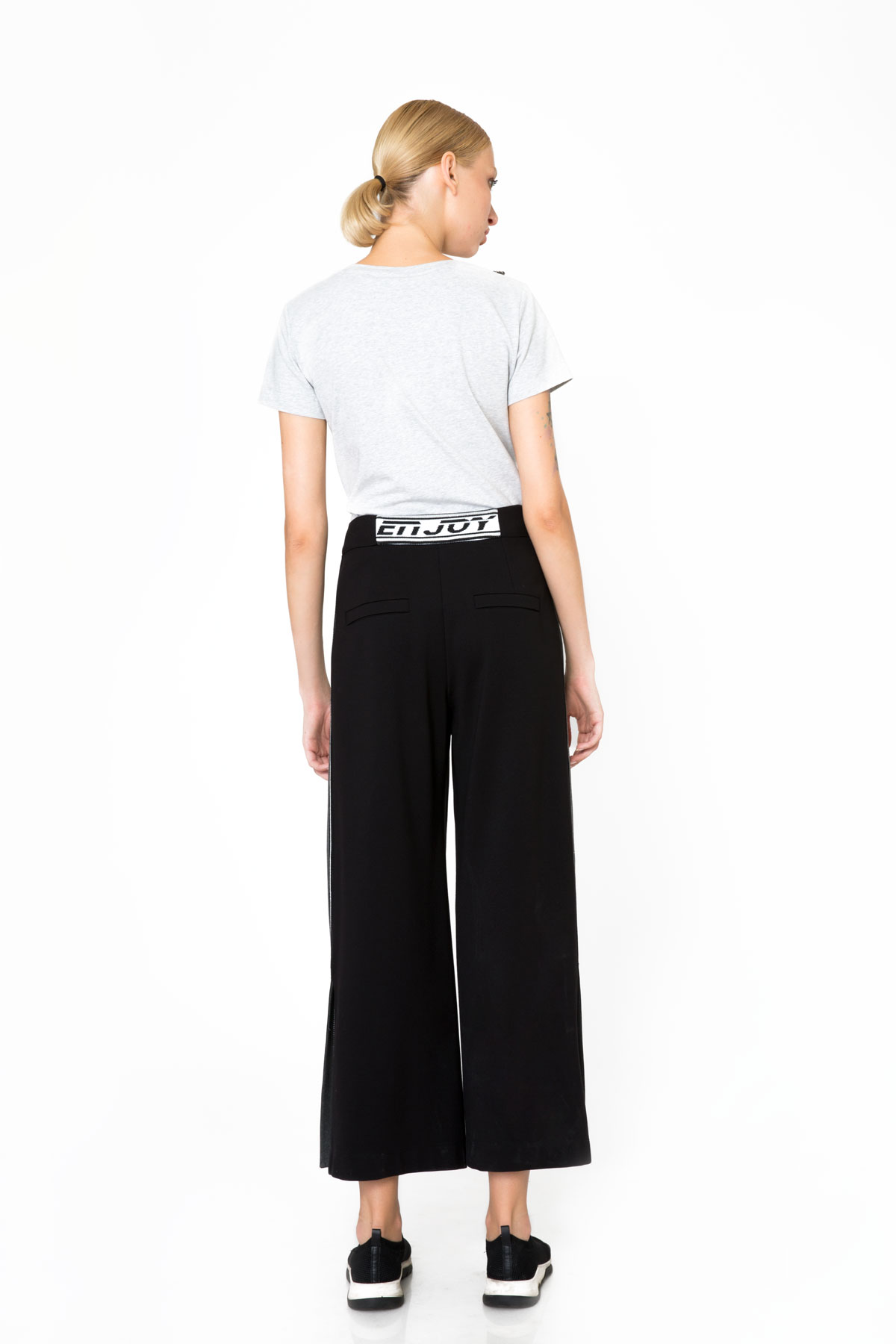 Şerit ve Yırtmaç Detaylı Siyah Spor Pantolon