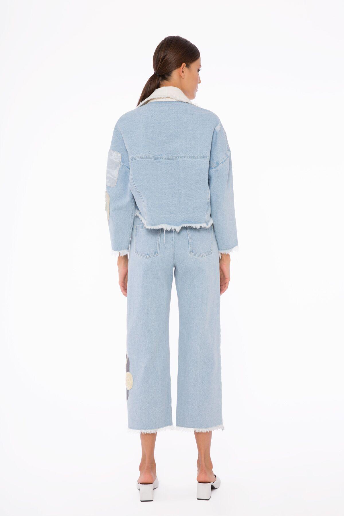 Paçada Nakış Detaylı, Bilek Boy Mavi Jean Pantolon