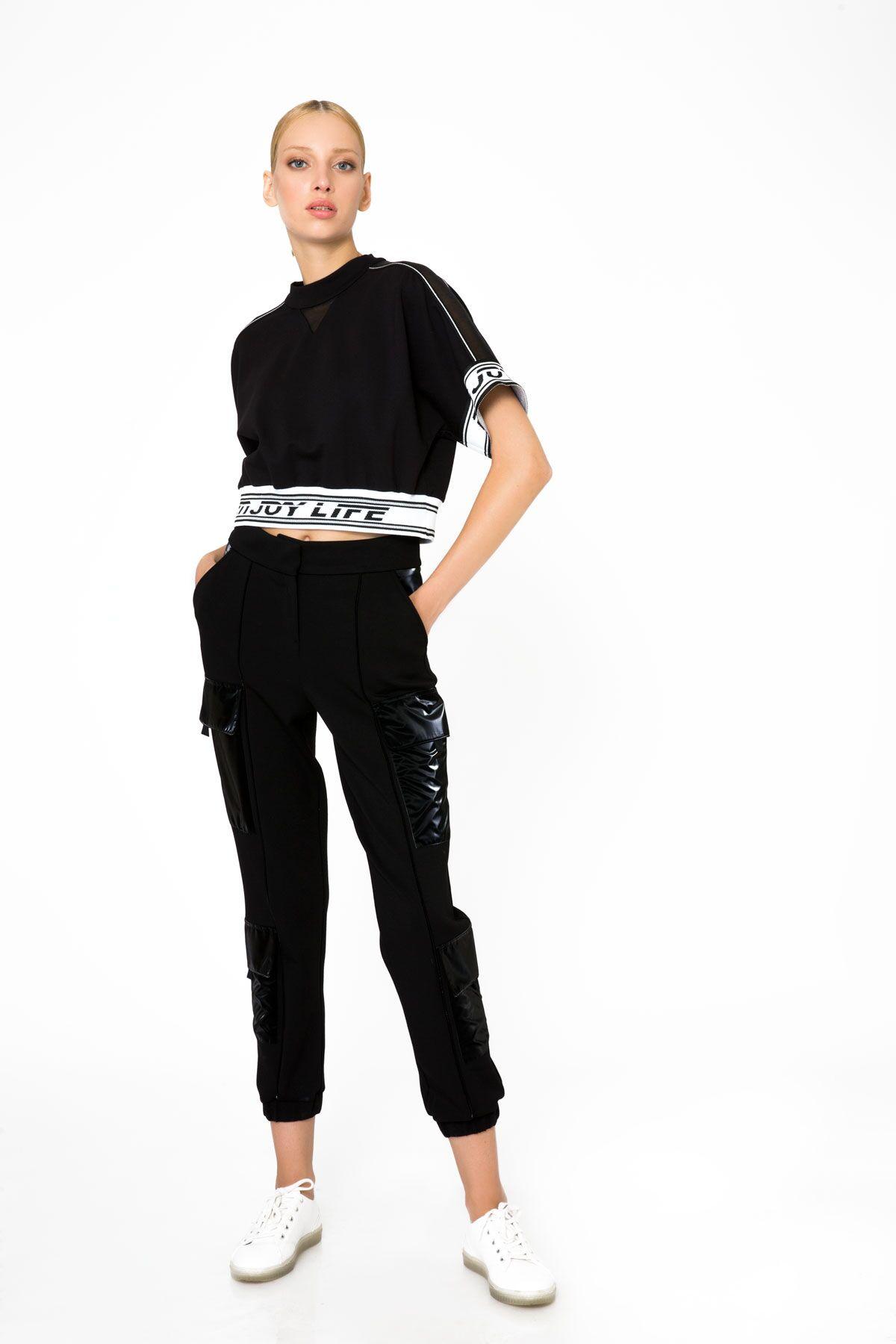 Şerit Detaylı Kısa Kollu Crop Top Siyah Bluz