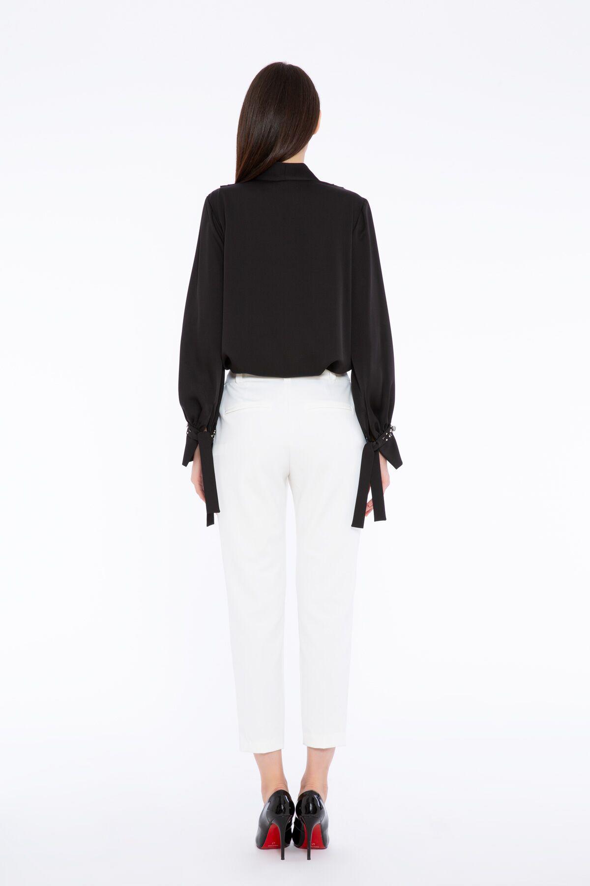 İşleme/Manşet Detaylı V Yaka Anvelop Bluz