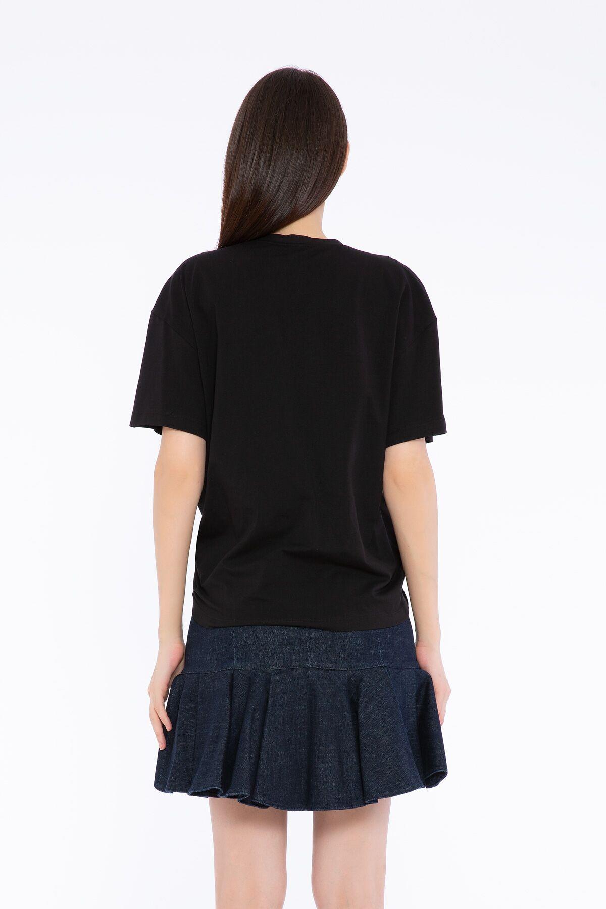 Çiçek Nakış Detaylı Siyah Basic T-shirt