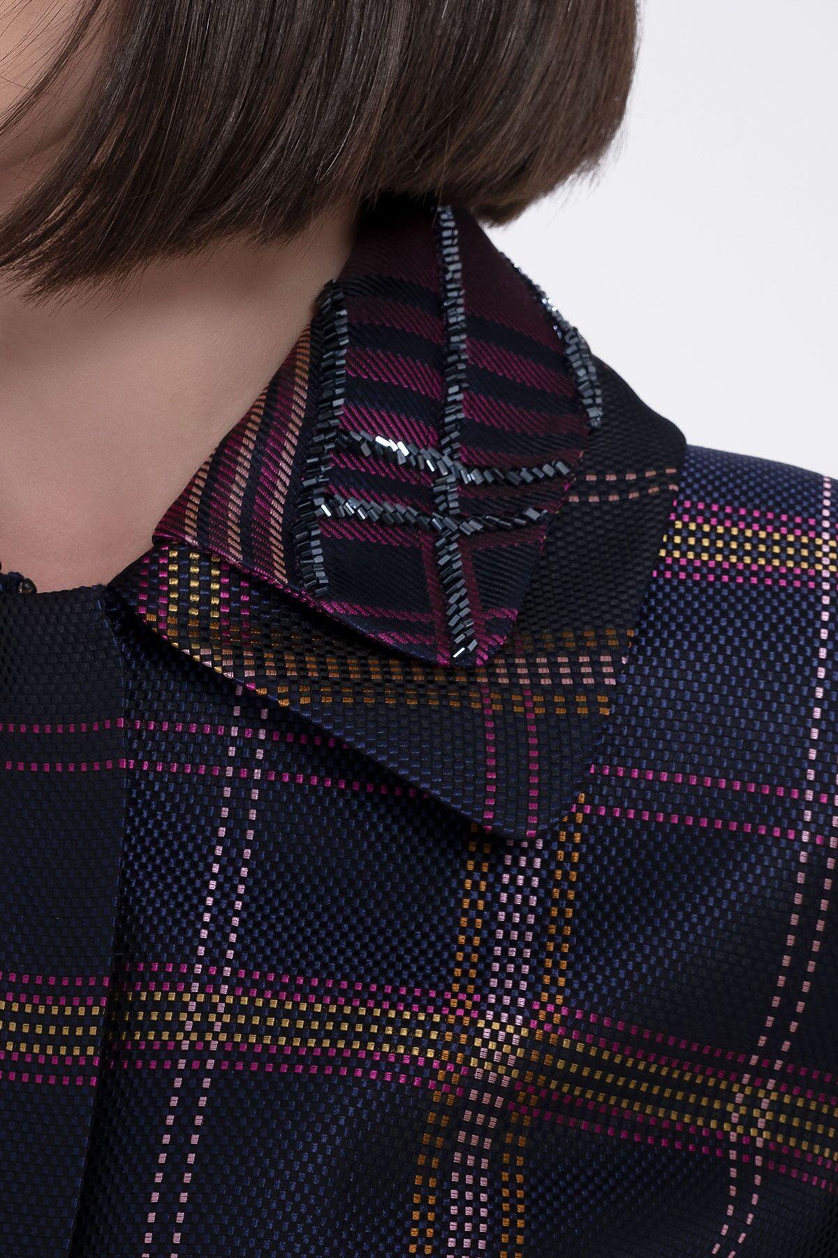 Yaka İşleme Detaylı Jakar Kumaşlı Kısa Lacivert Ceket