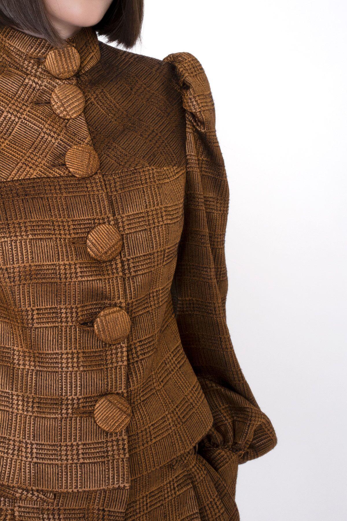 Düğme Detaylı Büzgü Kollu Kısa Ceket