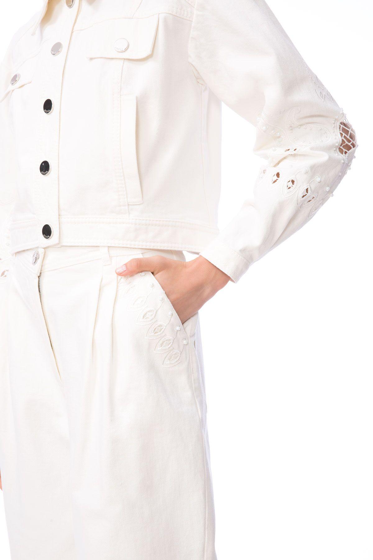 Kolları Nakış İşlemeli Beyaz Crop Jean Ceket