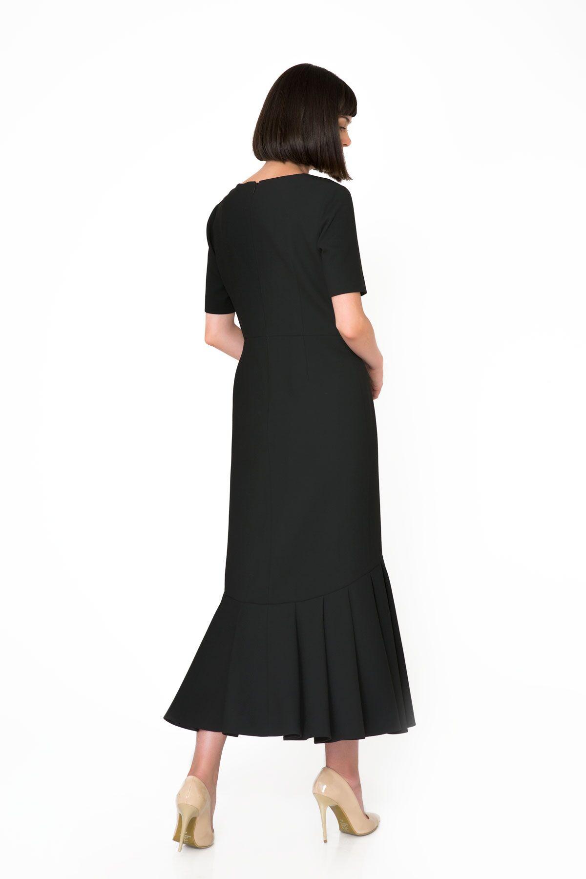 Broş Detaylı V Yaka Siyah Uzun Elbise