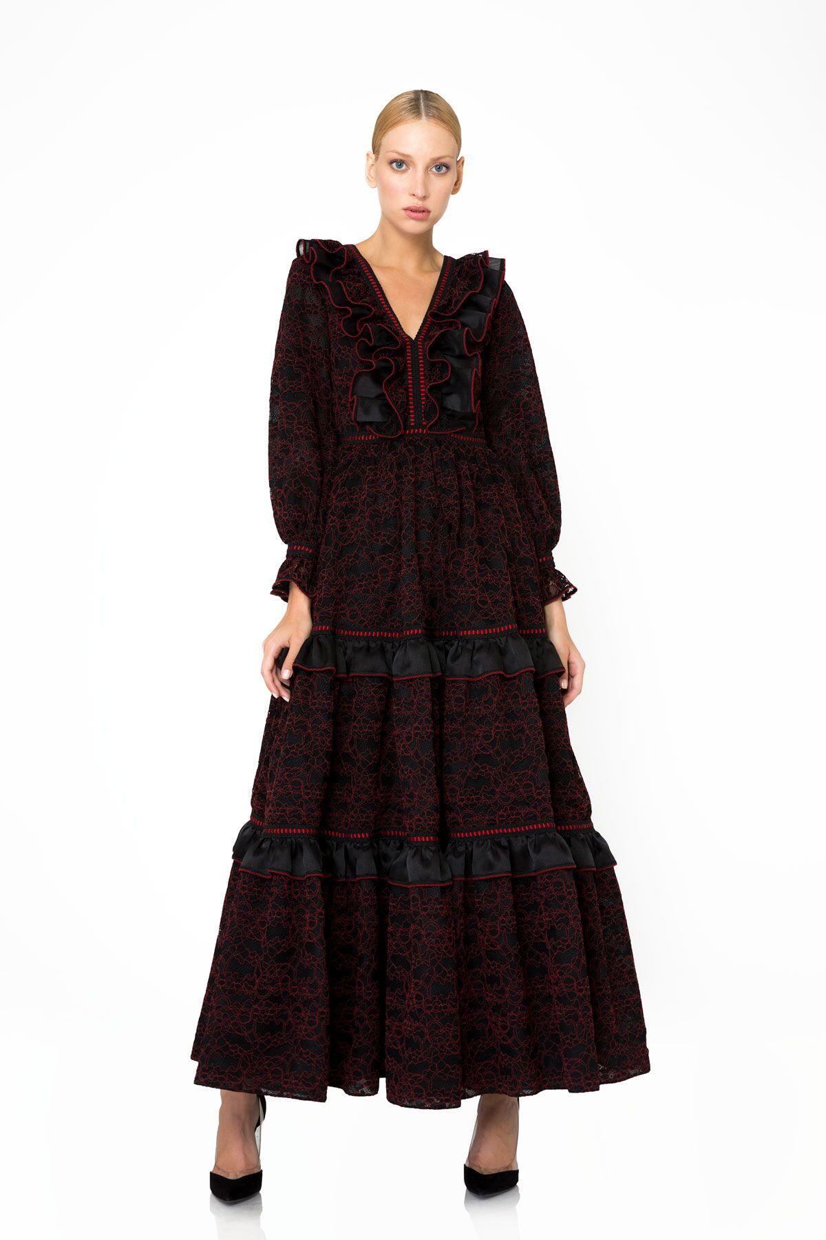 Fırfır ve Dantel Detaylı Uzun Siyah Elbise