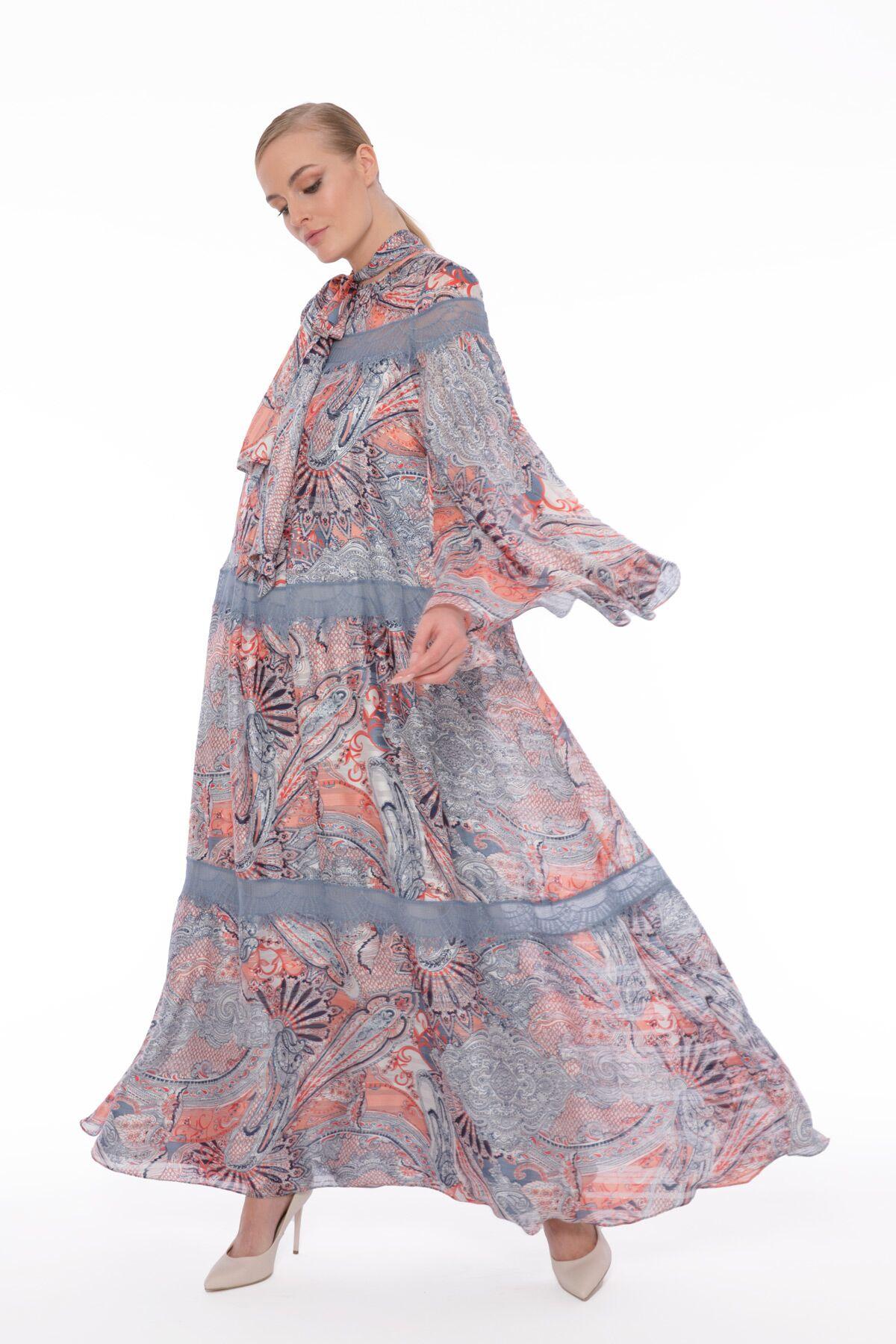 Dantel Detaylı Uzun Kollu Geniş, Uzun Elbise