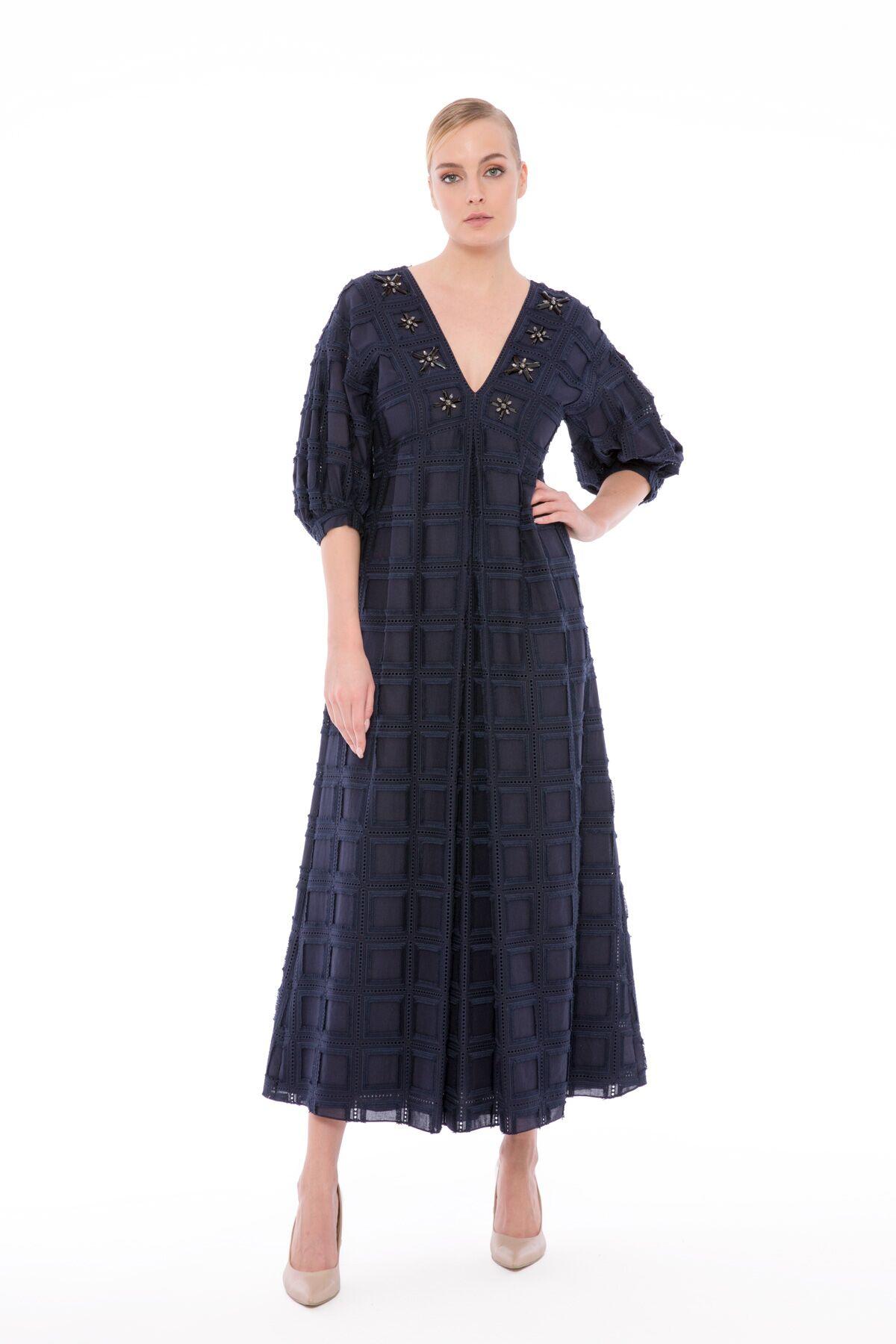 V Yaka İşlemeli, Brode Uzun Elbise