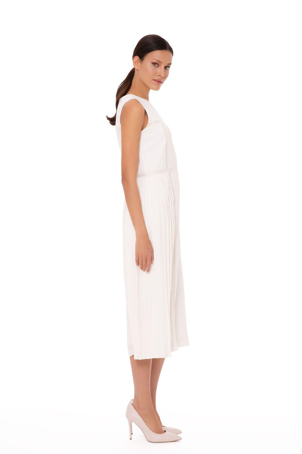 Kolsuz Dantel Şerit Detaylı Elbise