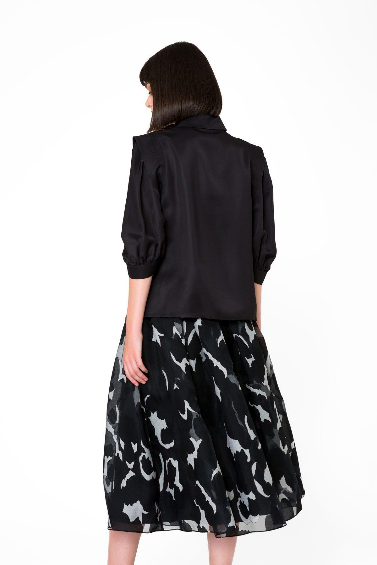 İşleme Çiçek Detaylı Siyah Gömlek