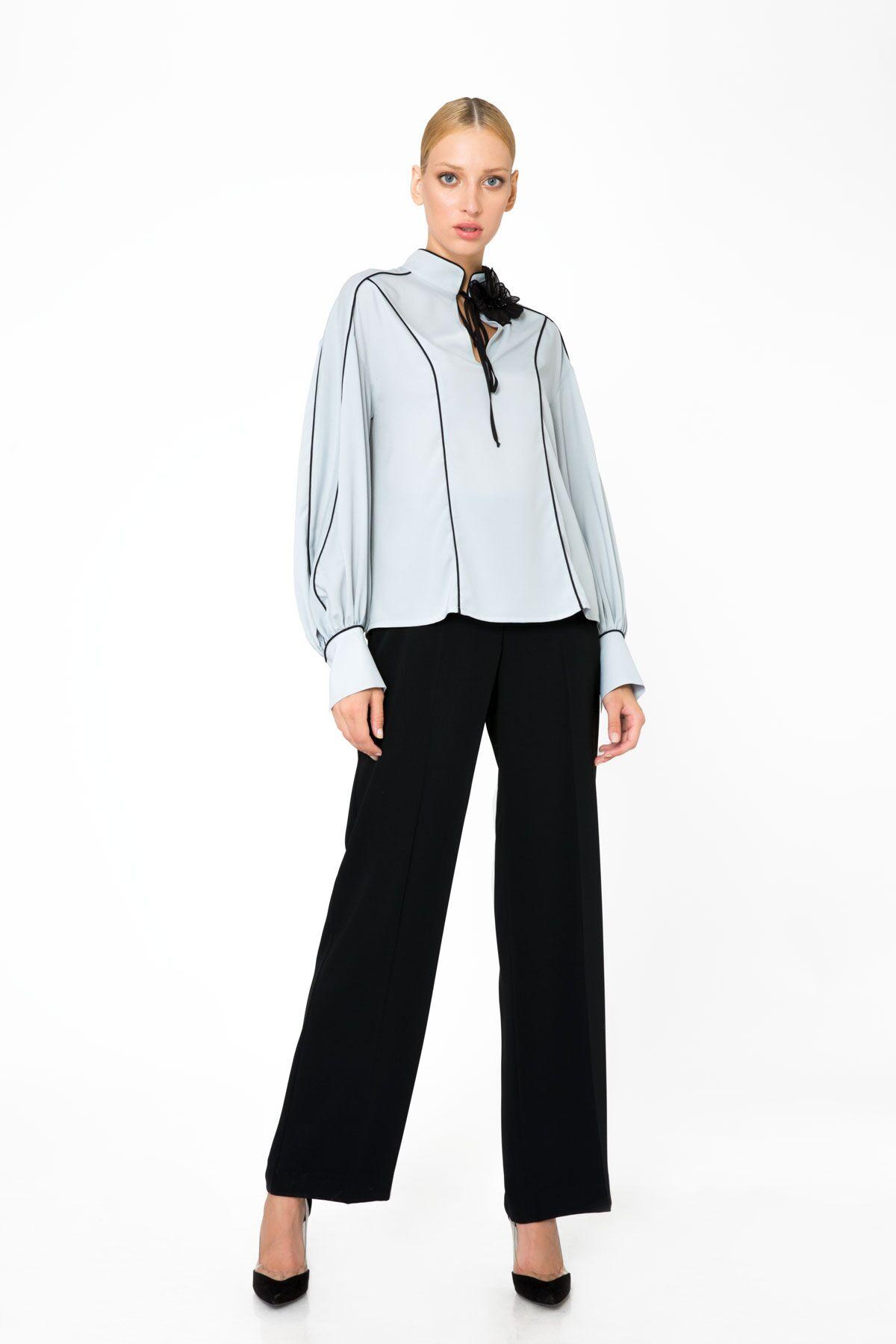 Şerit Detaylı Gri Bluz
