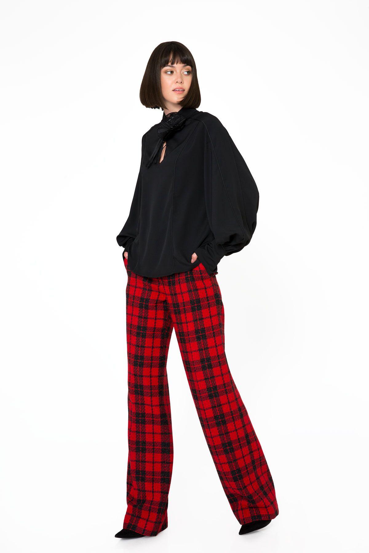 Yaka Detaylı Siyah Uzun Kollu Bluz
