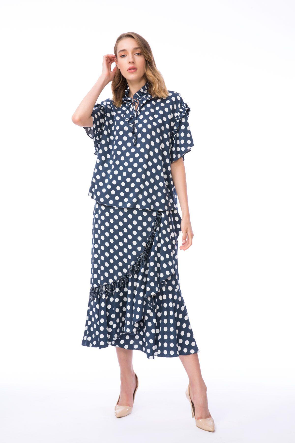 Puantiye Desenli Fırfır Detaylı Lacivert Bluz