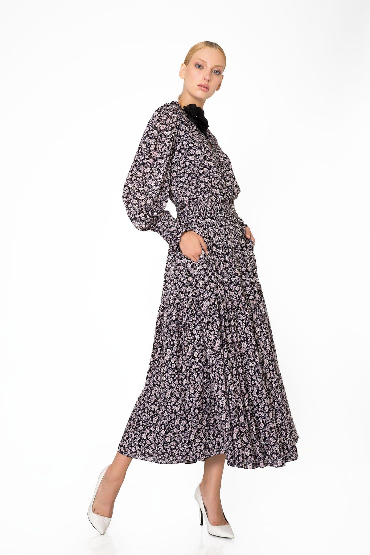 Yaka Aplike Detaylı Çiçek Desenli Cepli Uzun Elbise