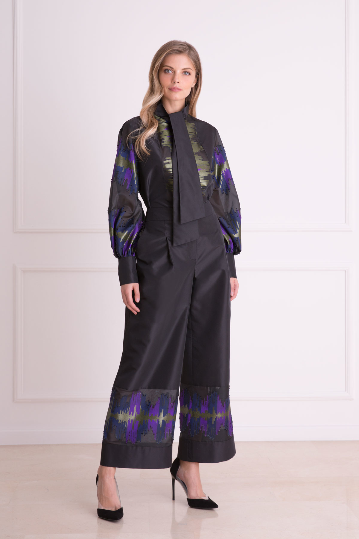 Nakış Detaylı Bol Paça Siyah Kumaş Pantolon