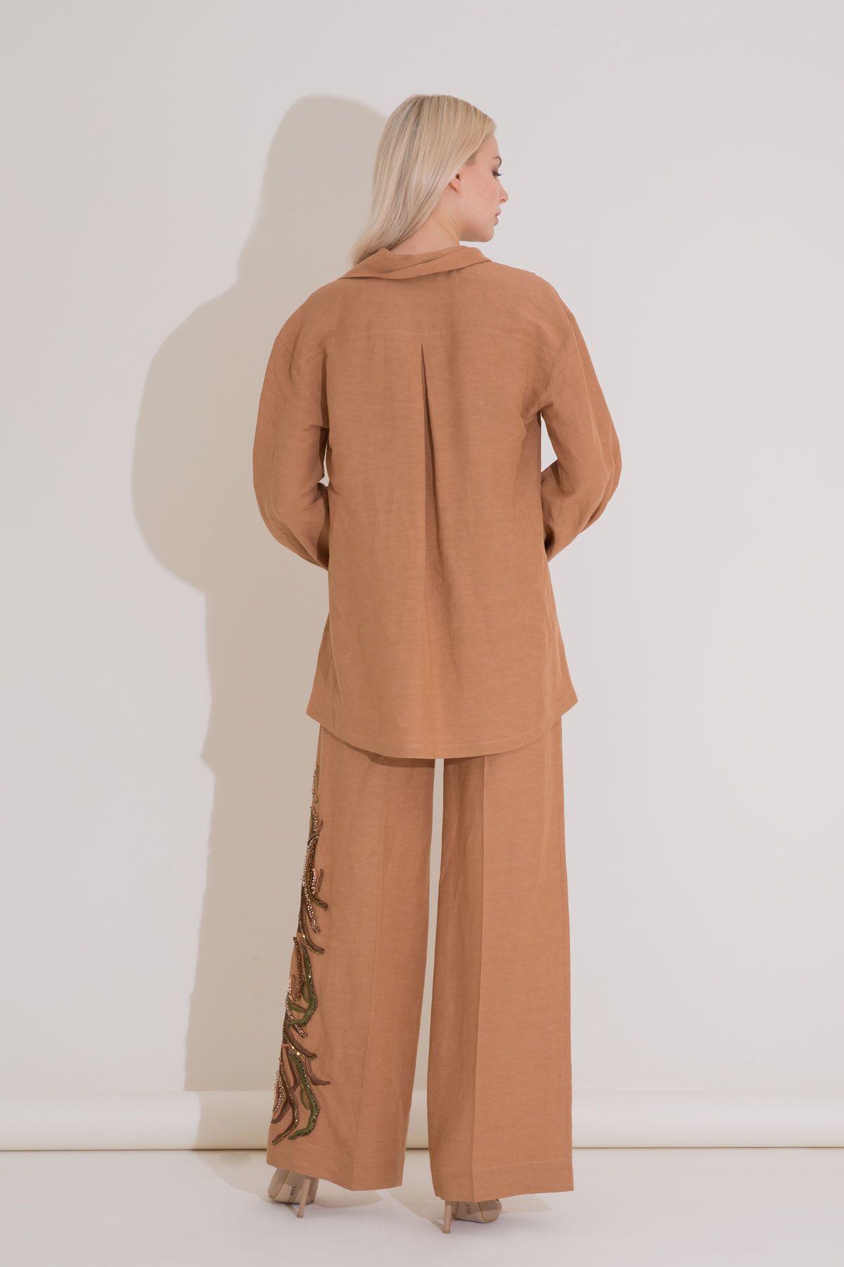 Nakış Detaylı Büzgü Kollu Kahverengi Ketenli Bluz