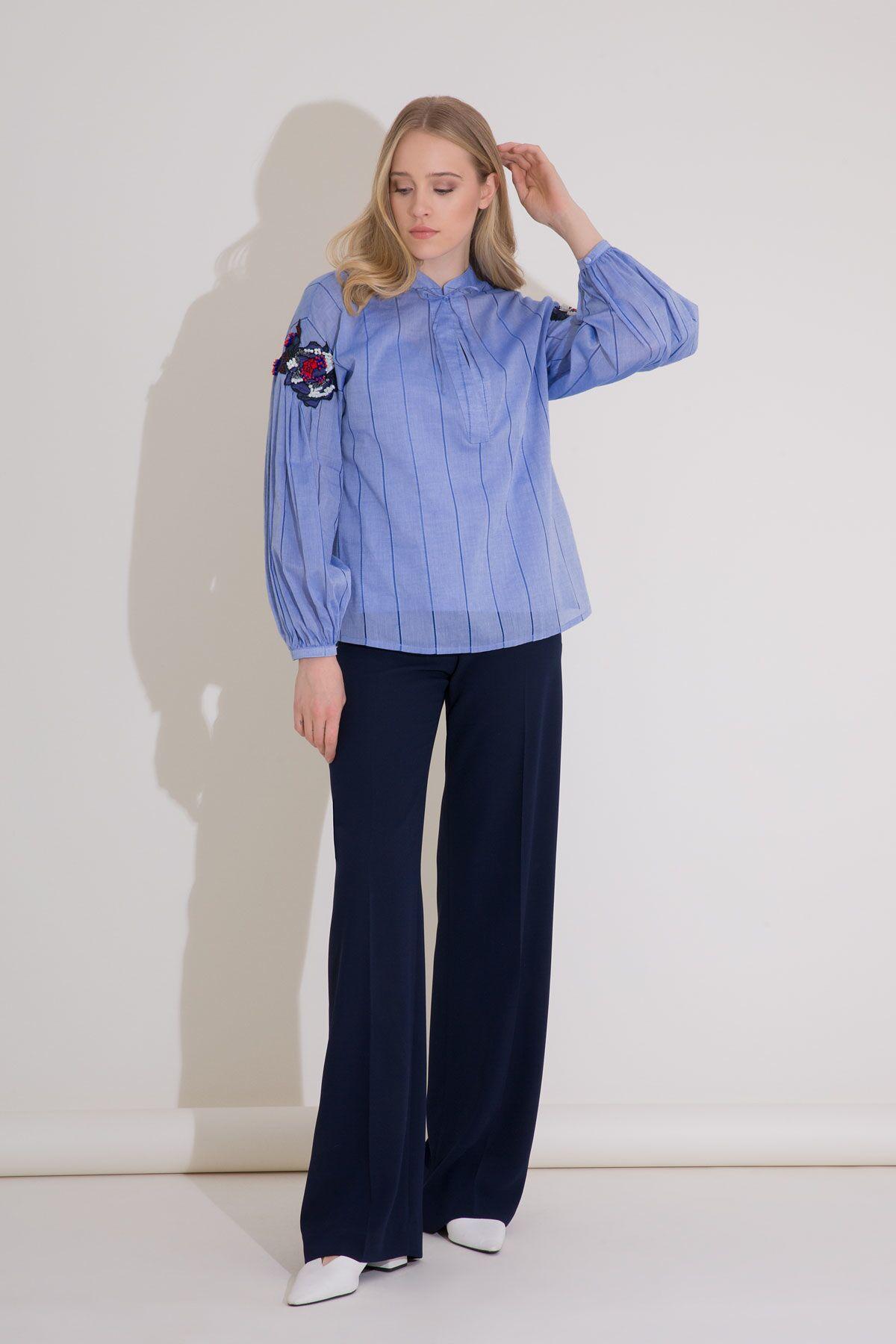 Nakış Detaylı Çizgili Mavi Vual Bluz