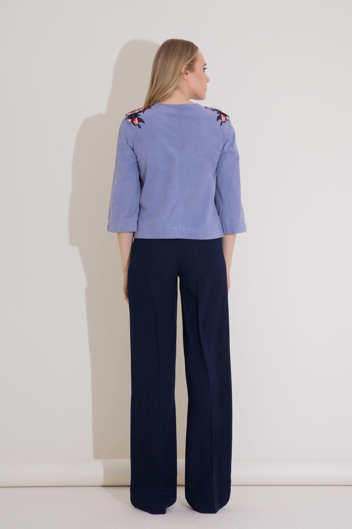 Nakış Detaylı Mavi Kısa Süet Ceket