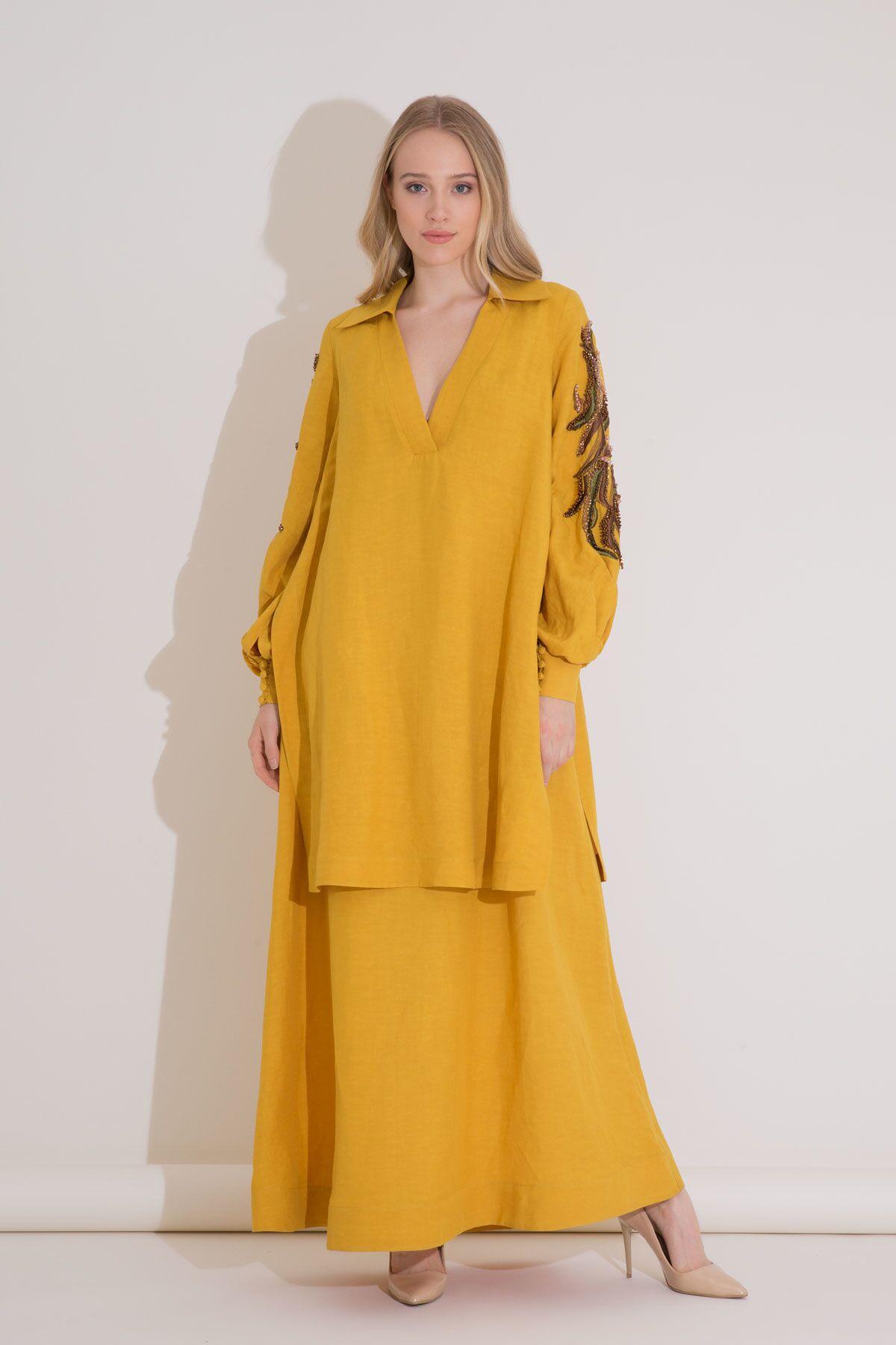 Nakış Detaylı Safran Rengi Uzun Katlı Elbise