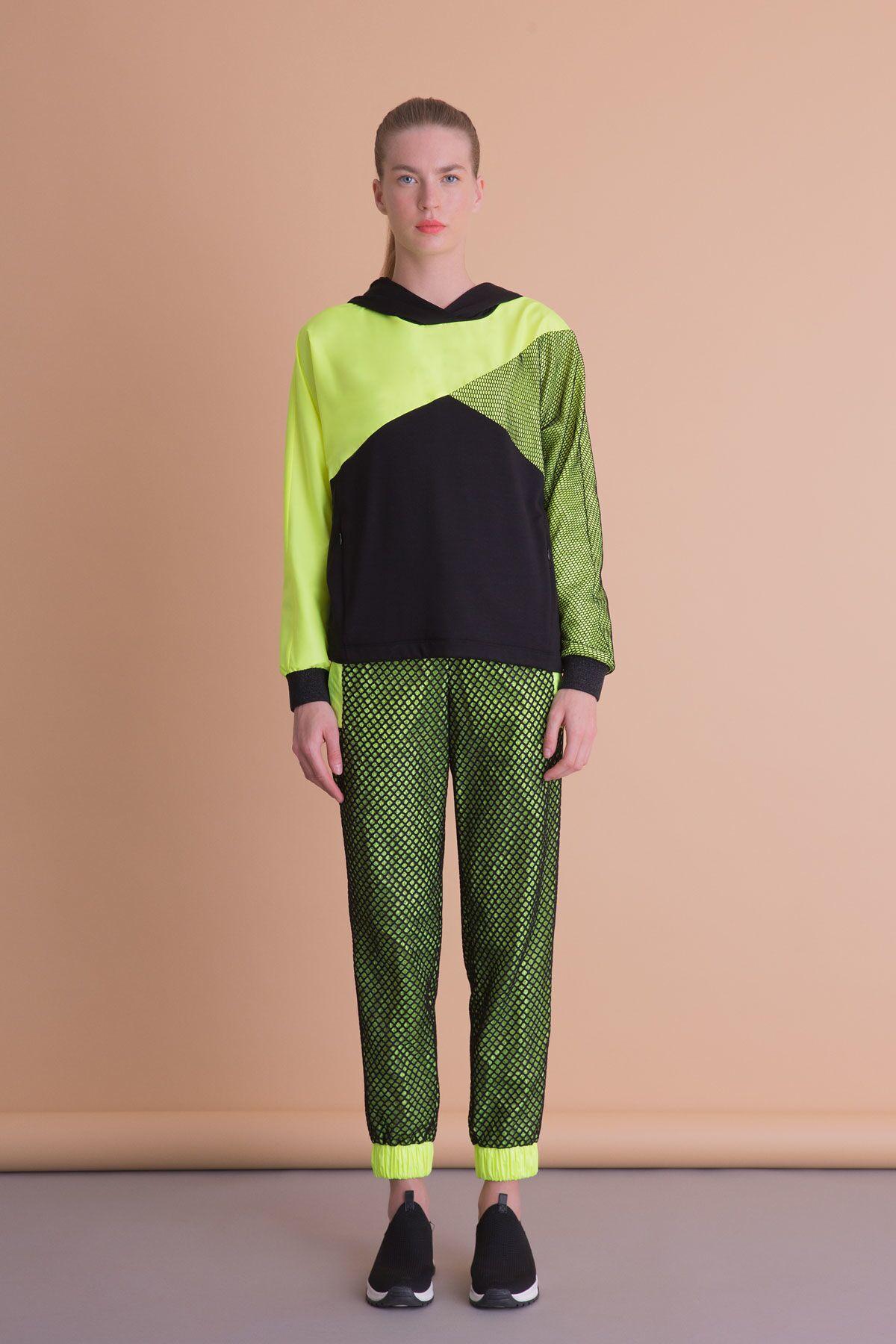 Neon Garnili Kapüşonlu Siyah Spor Sweatshirt
