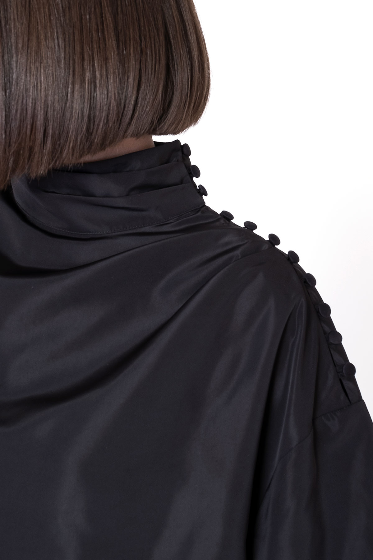 Omuz Düğme Pili Detaylı Dik Yaka Bluz