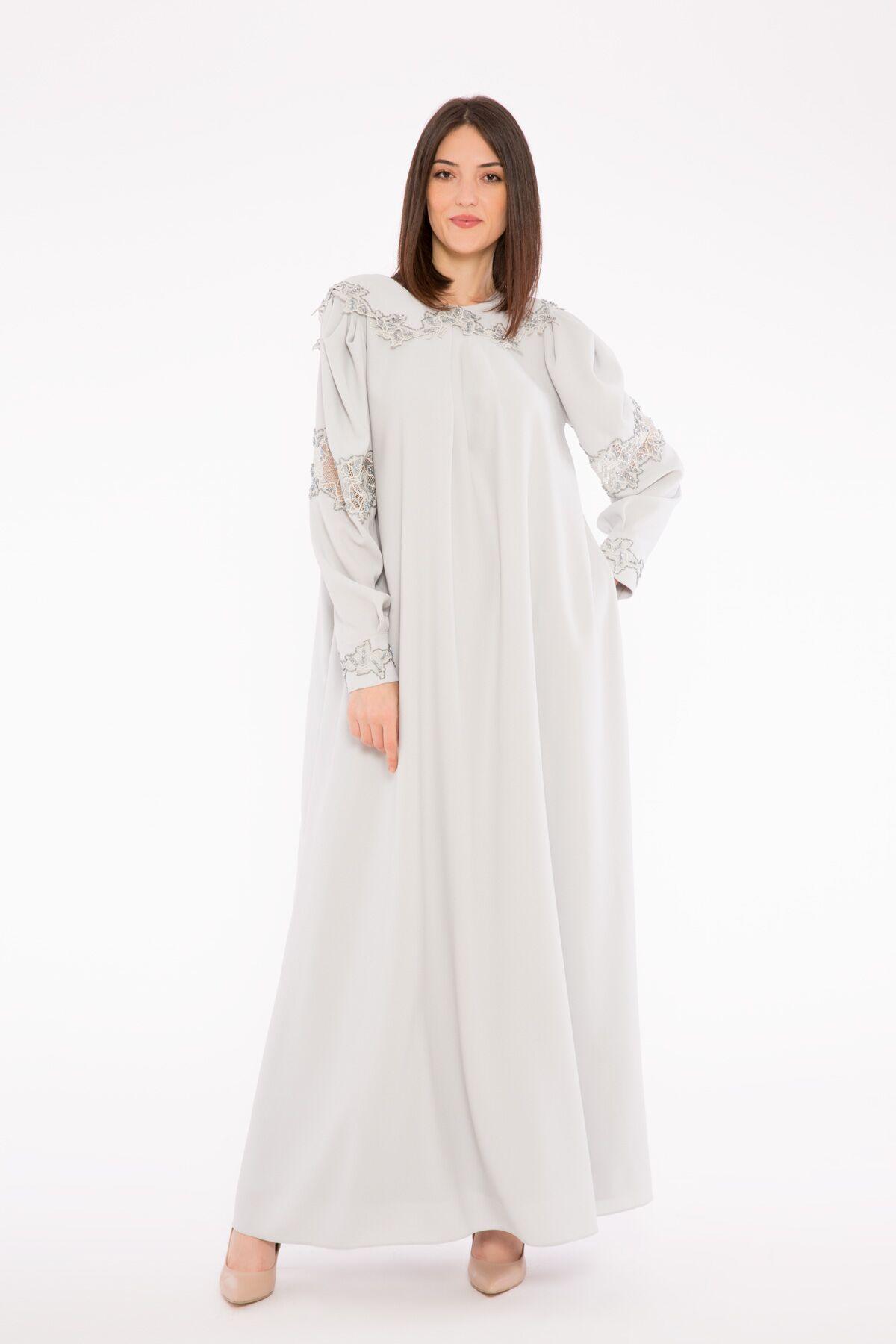 Önlük Yaka, Yakası Dantel Detaylı İşlemeli, Uzun Krep Elbise