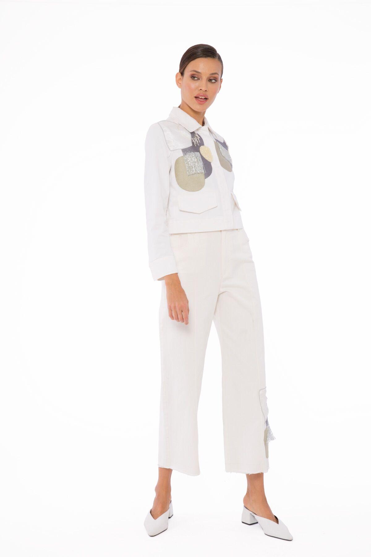 Paça Detaylı Beyaz Pantolon