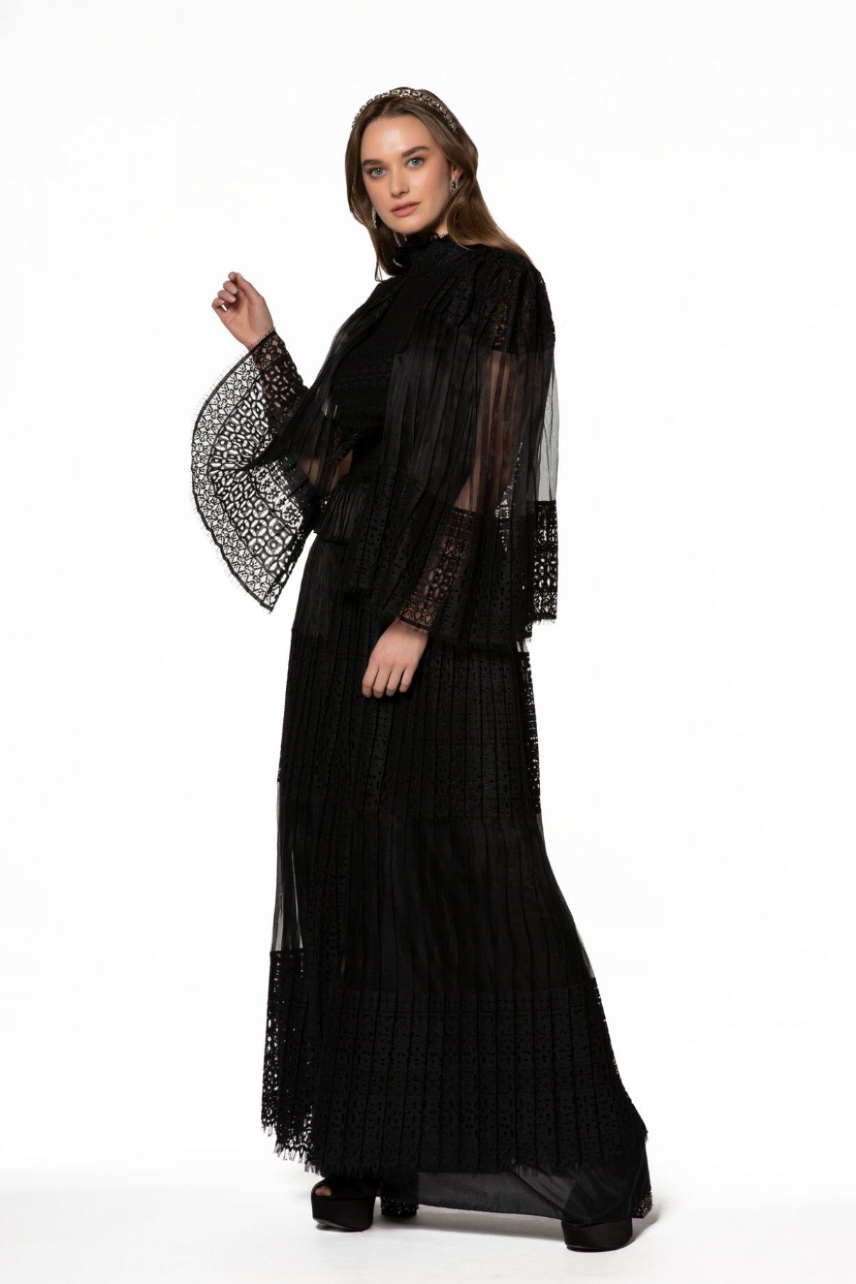 Pelerin Görünümlü, Dantel İşlemeli Dik Yaka Uzun Siyah Elbise