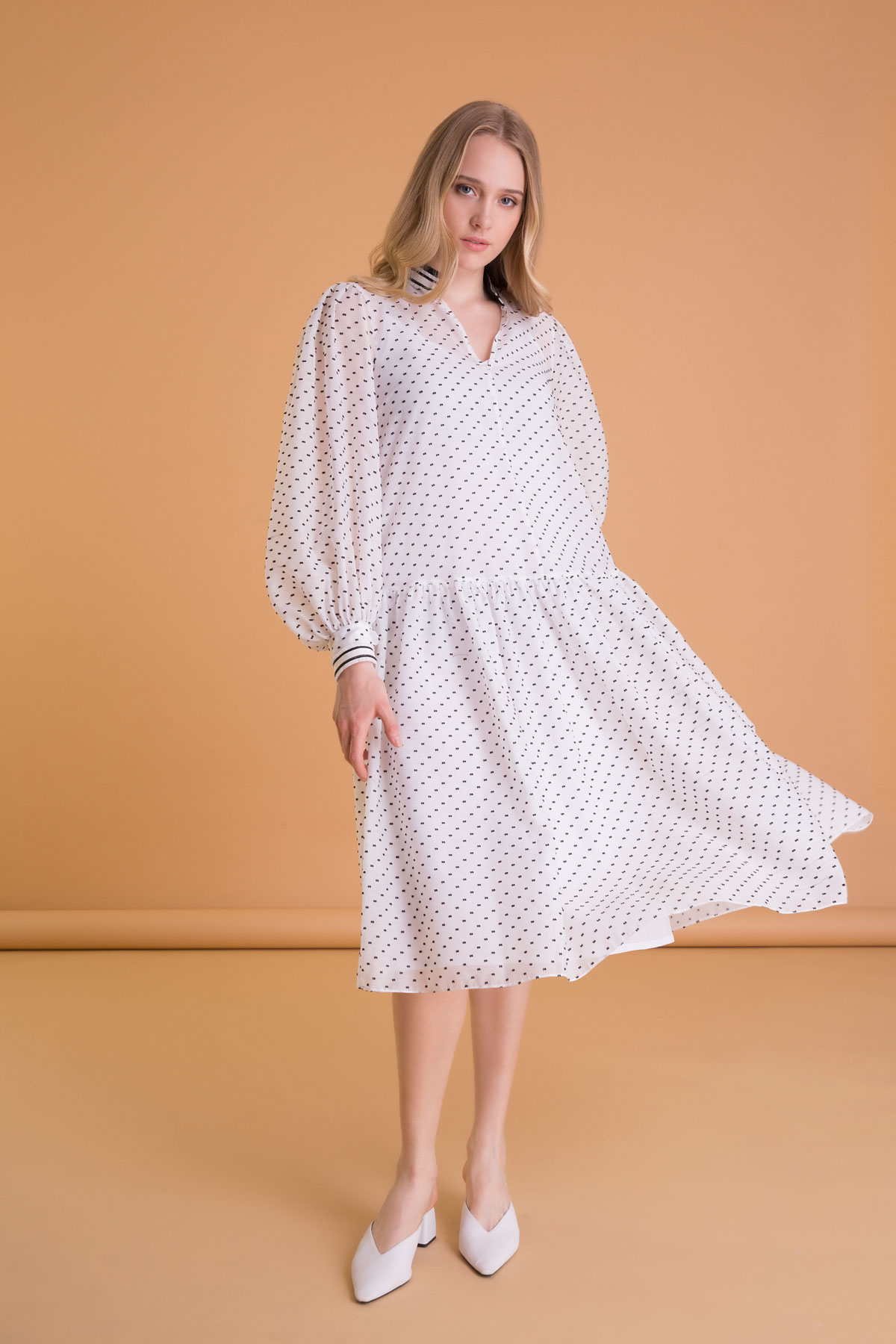 Puantiyeli Balon Kol Beyaz Midi Elbise