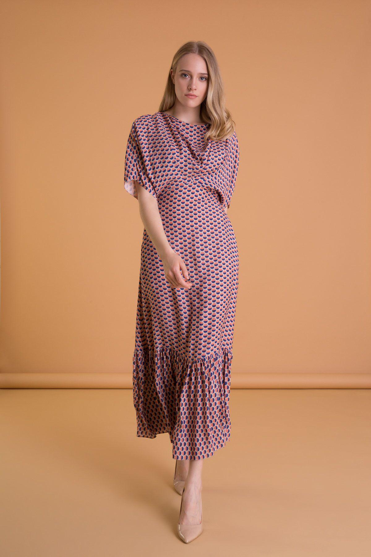 Puantiyeli Sırt Detaylı Yarasa Kol Uzun Elbise