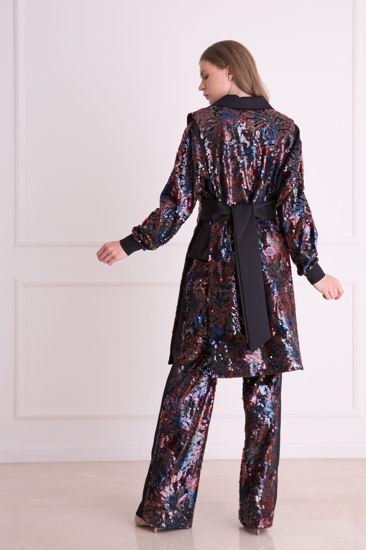 Pul Payet İşlemeli Arkası Kuşaklı Uzun Ceket