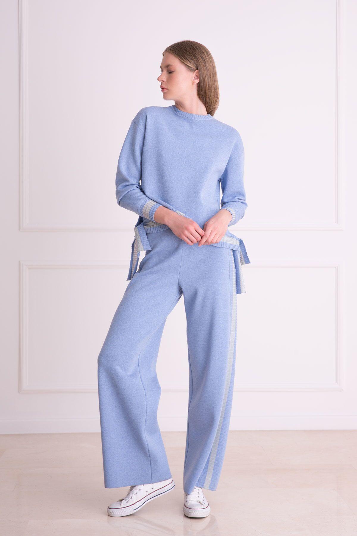 Şerit Detaylı Bol Paça Mavi Triko Pantolon