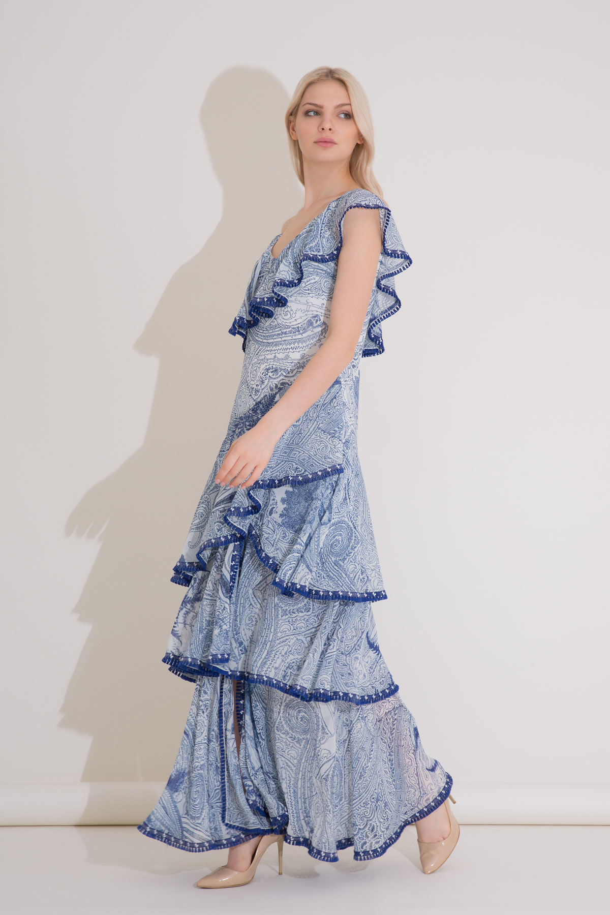 Şerit Detaylı Fırfırlı Uzun Mavi Şifon Elbise