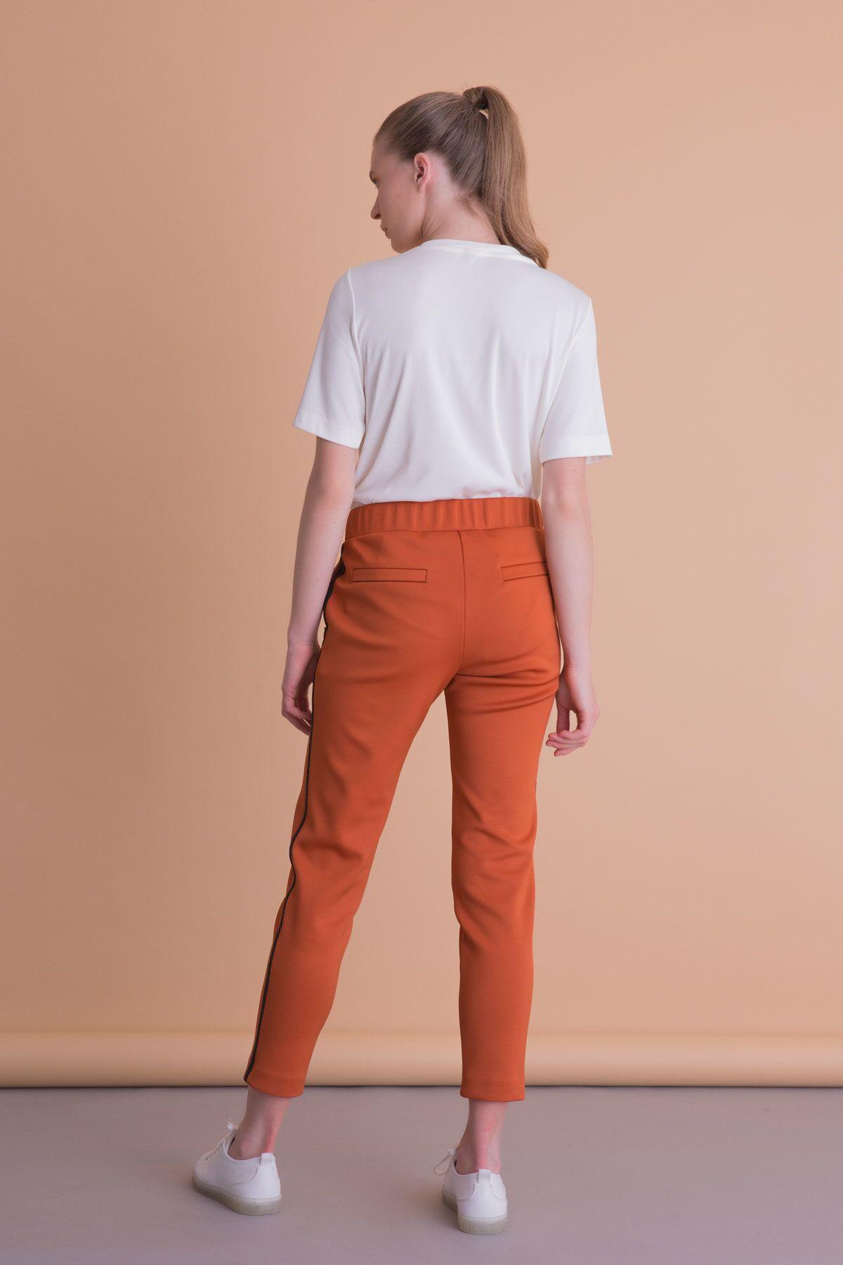 Şerit Detaylı Kiremit Rengi Spor Pantolon