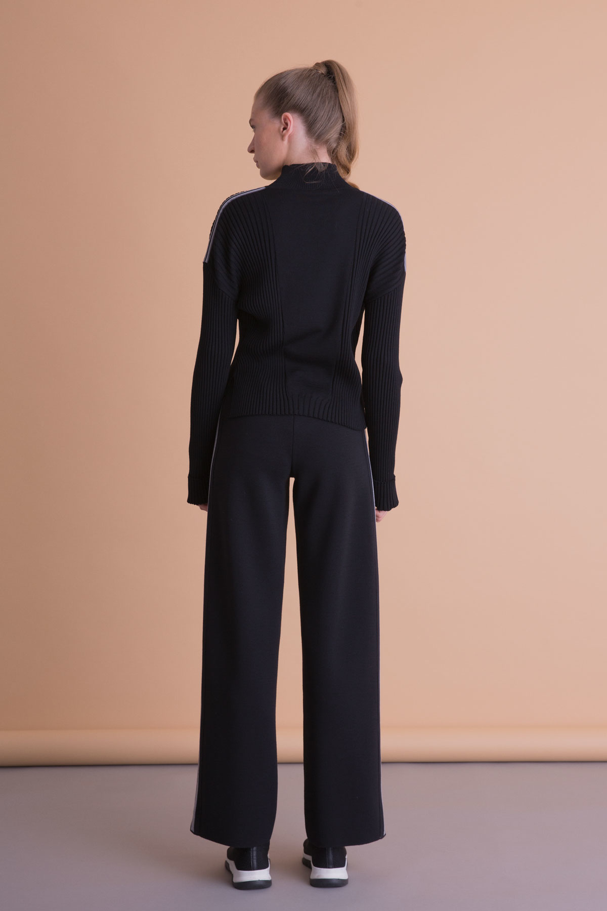 Şerit Detaylı Siyah Triko Bol Paça Pantolon