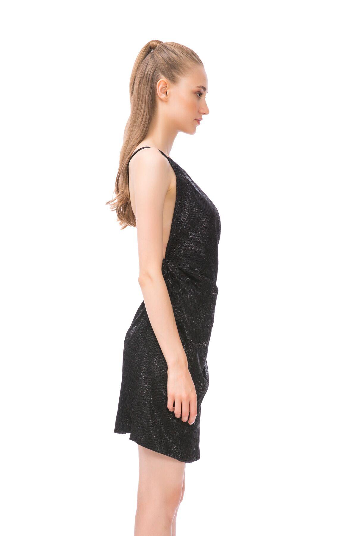 Sırt Dekolteli Mini Siyah Elbise