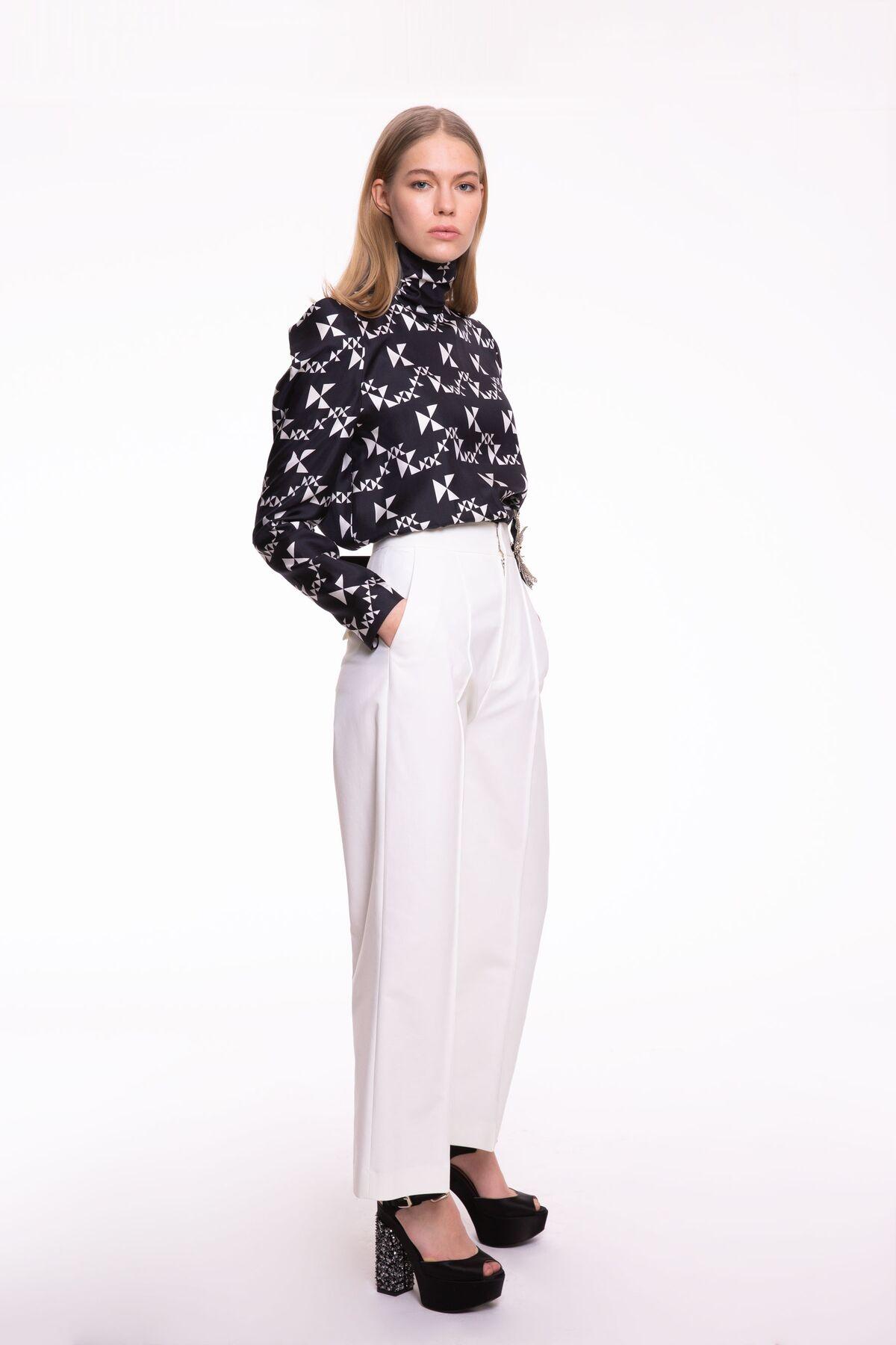 Yüksel Bel, Bol Paça Beyaz Pantolon