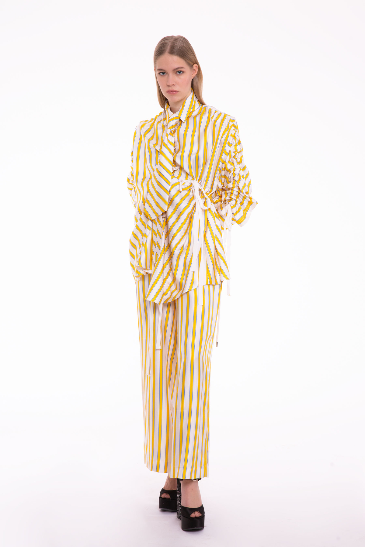 Sarı Çizgili Kravat Detaylı Asimetrik Bluz