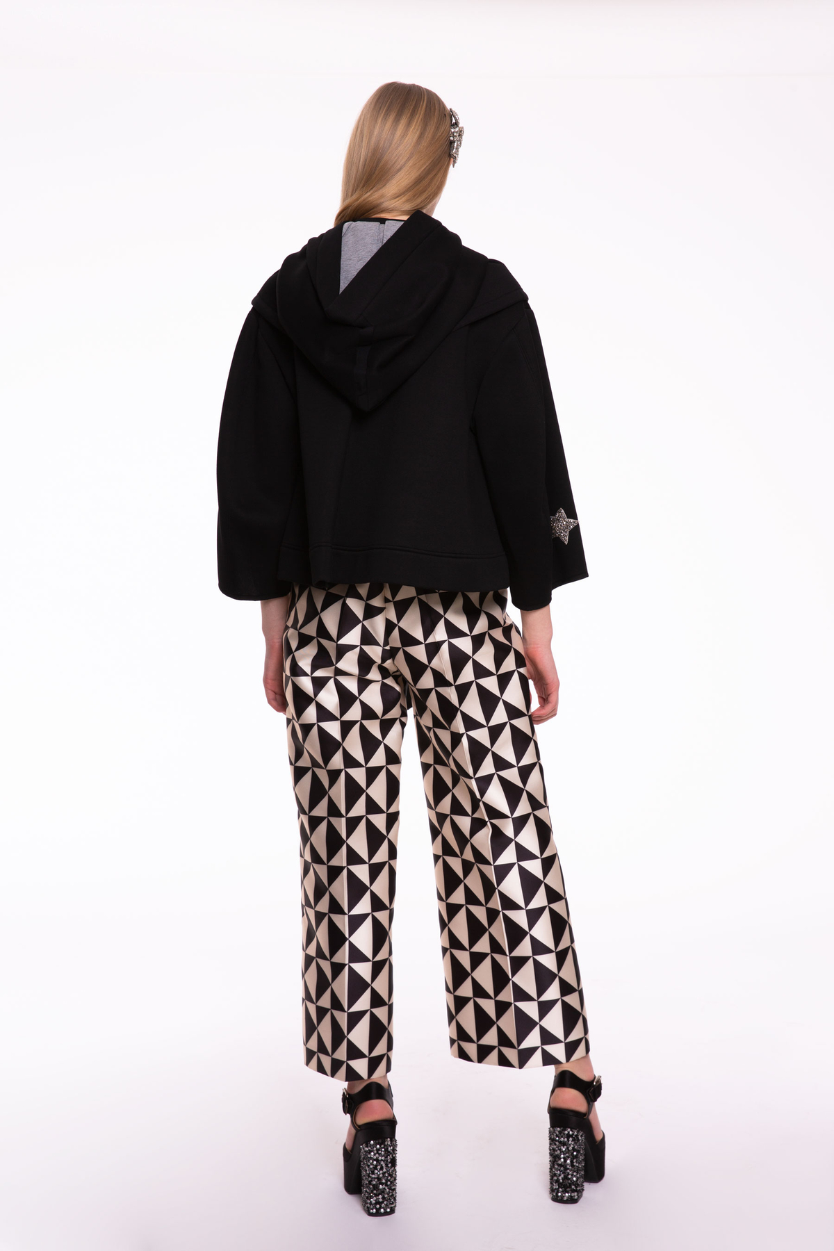 Taş İşlemeli Siyah Kısa Ceket