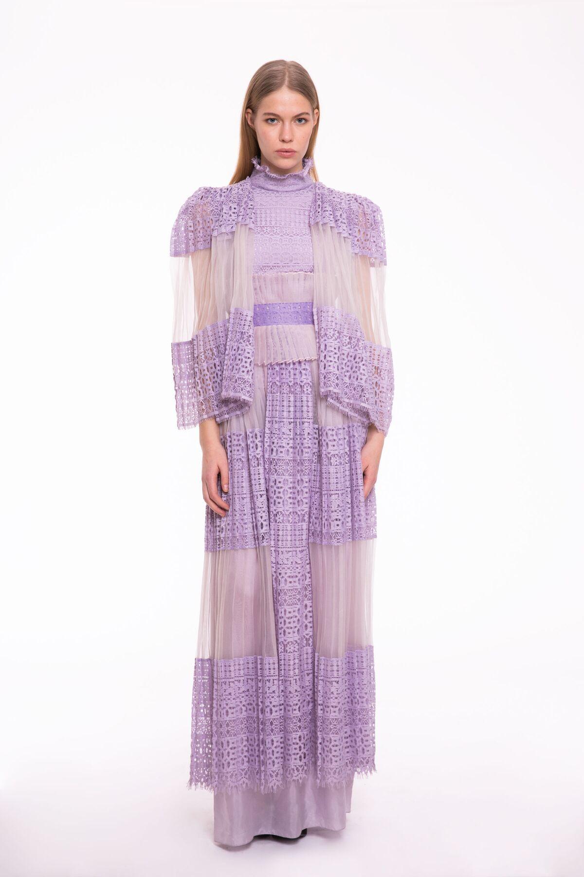 Pelerin Görünümlü, Dantel İşlemeli Dik Yaka Uzun Elbise