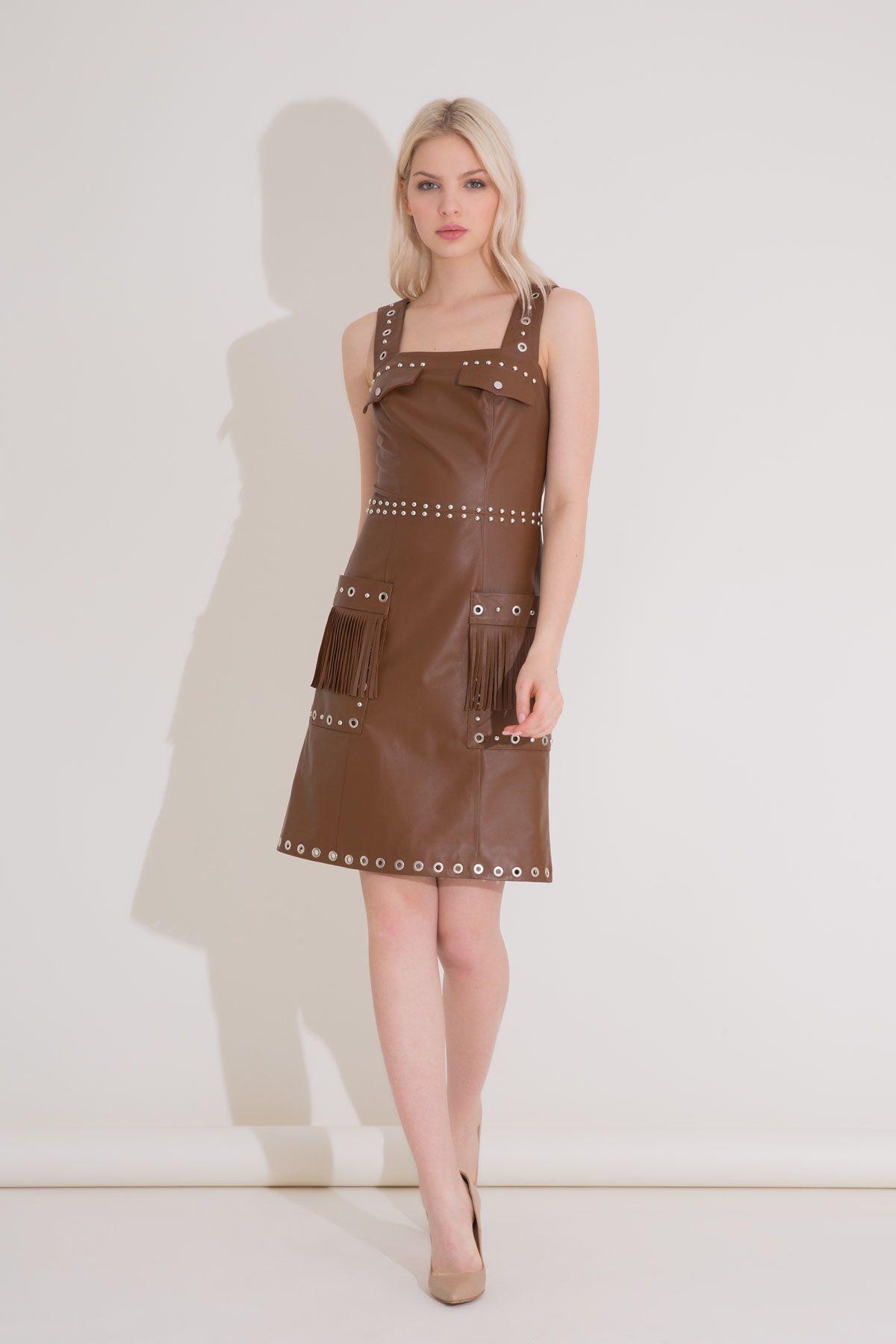 Taba Rengi Trok Detaylı Askılı Mini Deri Elbise