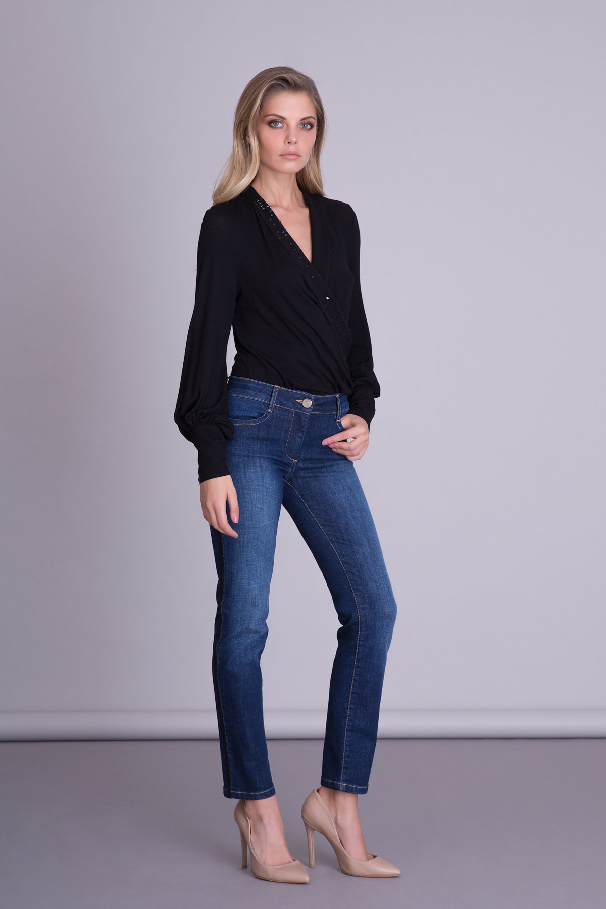 Taş Baskılı Uzun Kollu Siyah Bluz