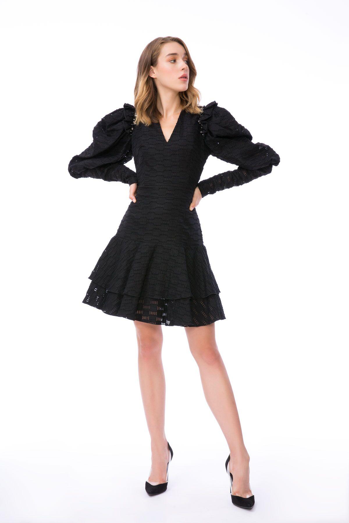 Taş İşleme Detaylı Volan Kollu Siyah Mini Elbise