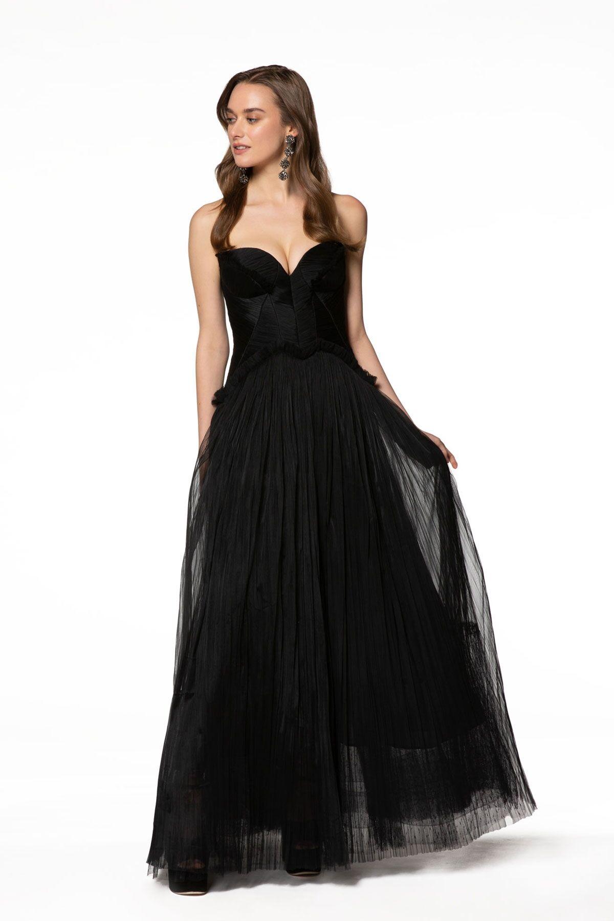 Tül Etek, Kalp Yaka Siyah Elbise