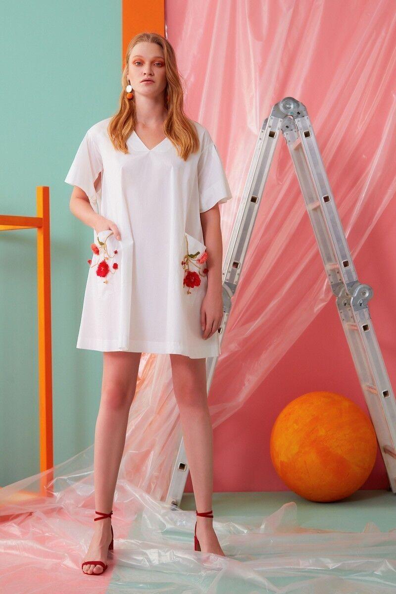 V Yaka Çiçek Detaylı Beyaz Mini Elbise