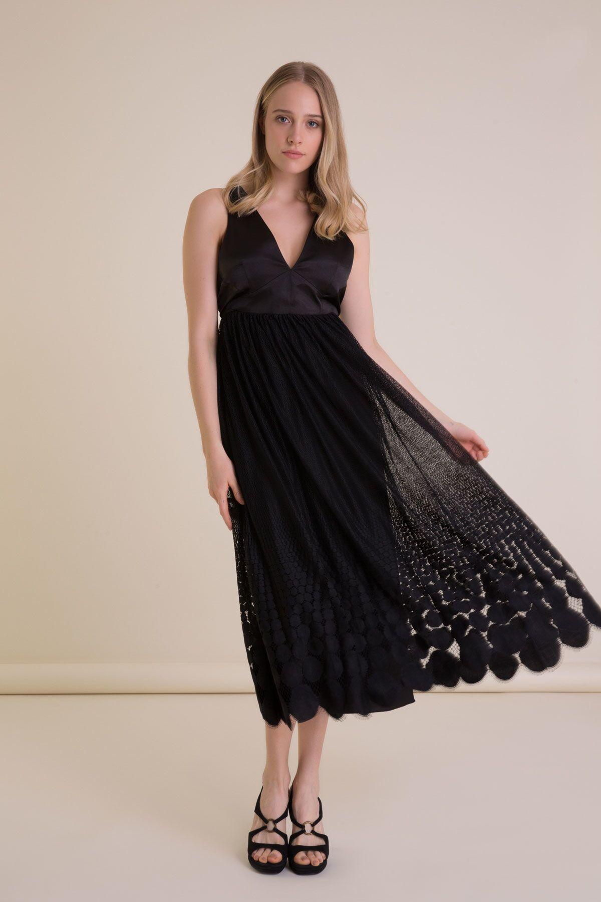 V Yaka Dantel Detaylı Siyah Midi Elbise