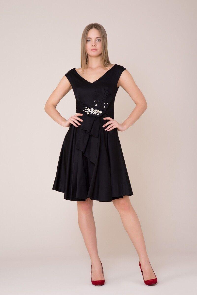 V Yaka Taş Detaylı Siyah Elbise