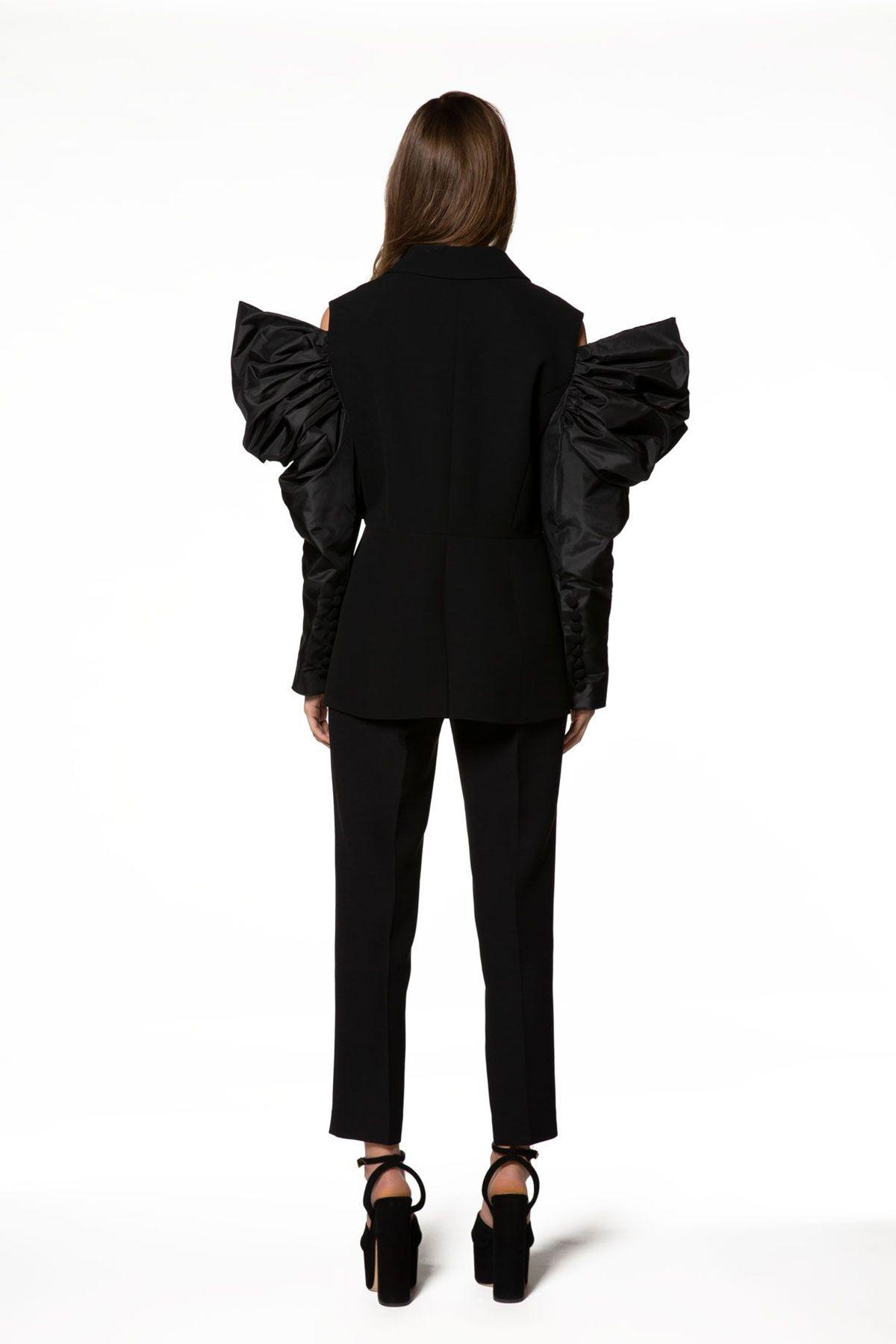 Volan Detaylı Siyah Ceket