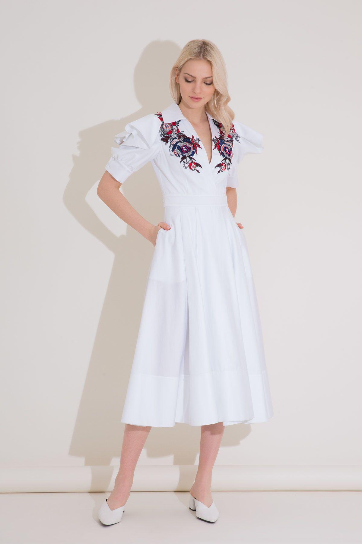 Volan Kol Detaylı Nakışlı Beyaz Midi Elbise